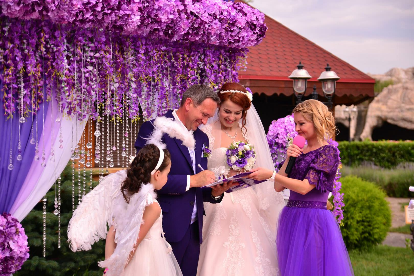 церемония бракосочетания с ведущей
